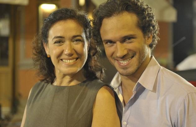 Mas Guaracy (Paulo Rocha), dono do bar onde Quinzé trabalha, também é apaixonado por Griselda e luta pelo amor dela (Foto: TV Globo)