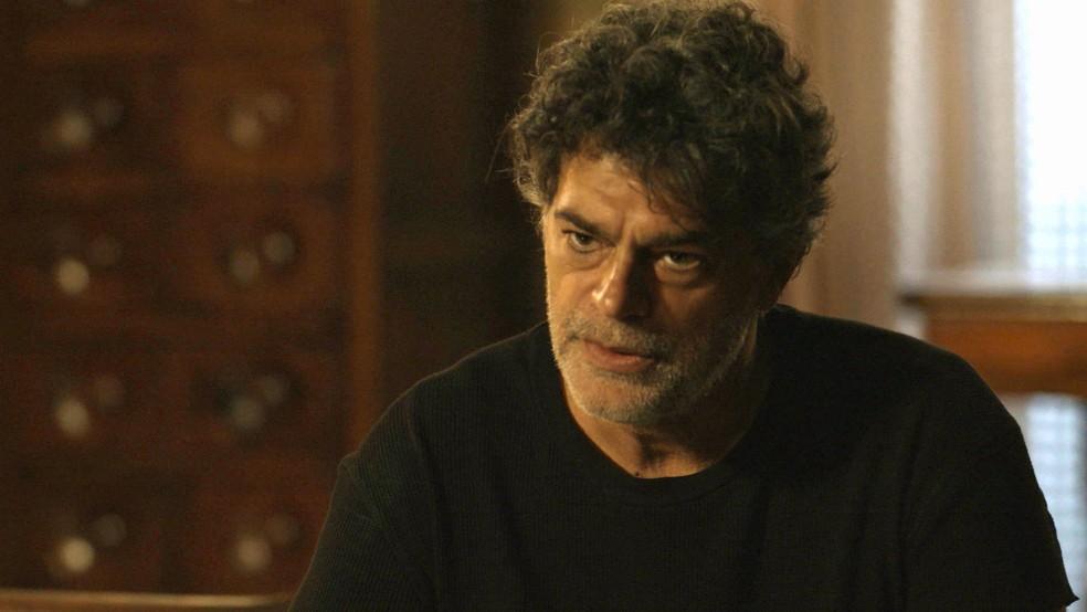 Murilo (Eduardo Moscovis) diz a Gabriel (Bruno Gagliasso) que pode assumir o posto de sétimo guardião no seu lugar  — Foto: TV Globo