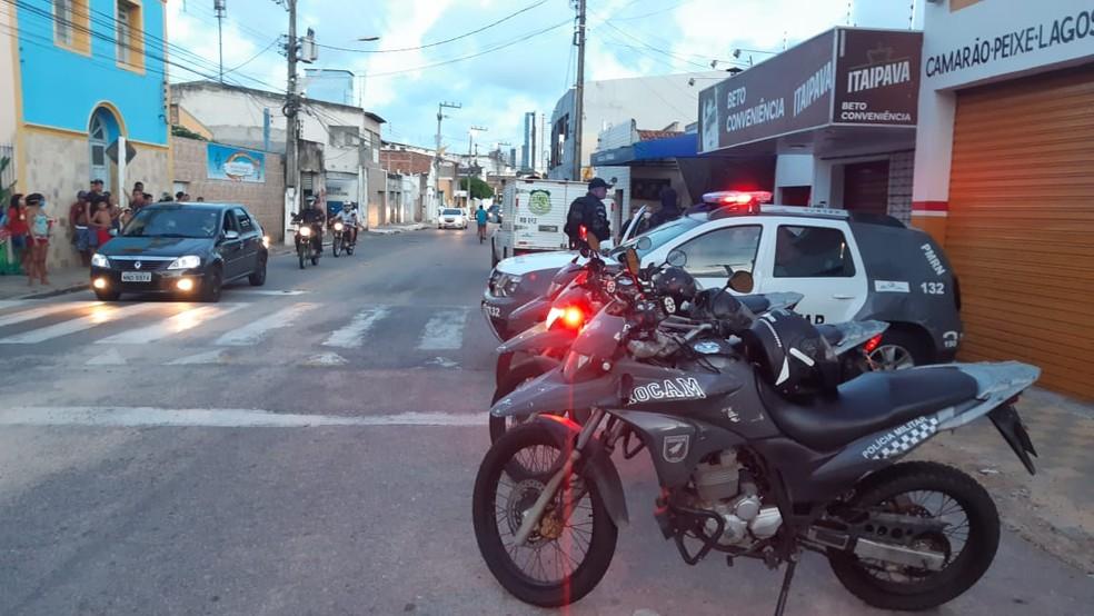 Homem foi morto com um tiro no rosto na Zona Leste de Natal — Foto: Sérgio Henrique Santos/Inter TV Cabugi