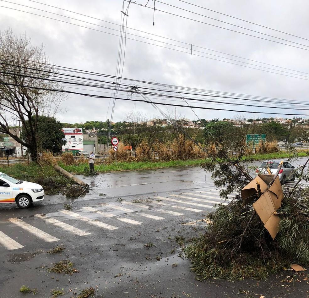 Tempestade de poeira provocou estragos em Presidente Prudente (SP) na tarde desta sexta-feira (1º) — Foto: João Ricardo de Tilio