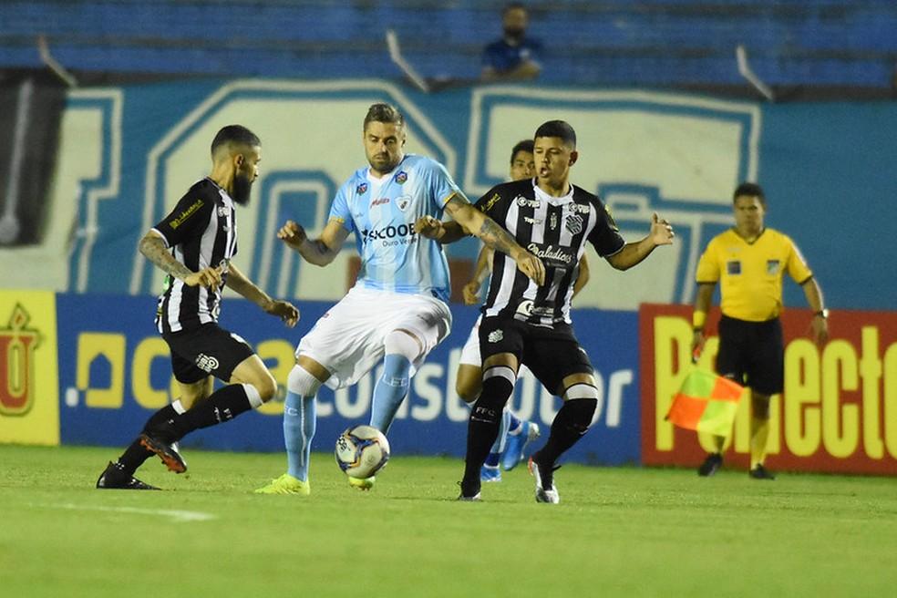 Londrina pede punição ao Figueirense no STJD — Foto: Gustavo Oliveira/Londrina Esporte Clube