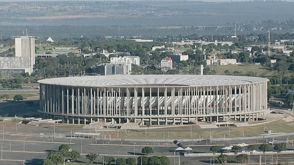 Obras não entregues para a Copa do Mundo de 2014: entorno do estádio Mané Garrincha (Foto: TV Globo/Reprodução)