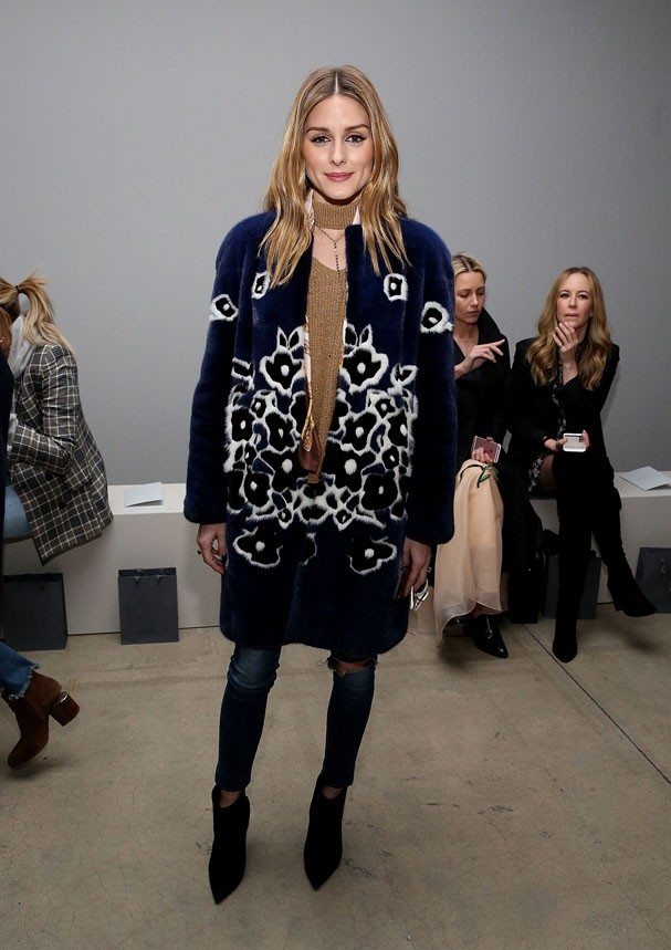 Olivia Palermo no backstage do desfile da Zimmermann na New York Fashion Week (Foto: Getty Images)