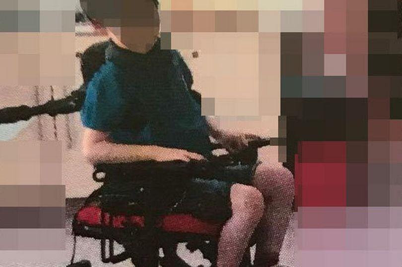 Manino amarrado à cadeira (Foto: Reprodução)