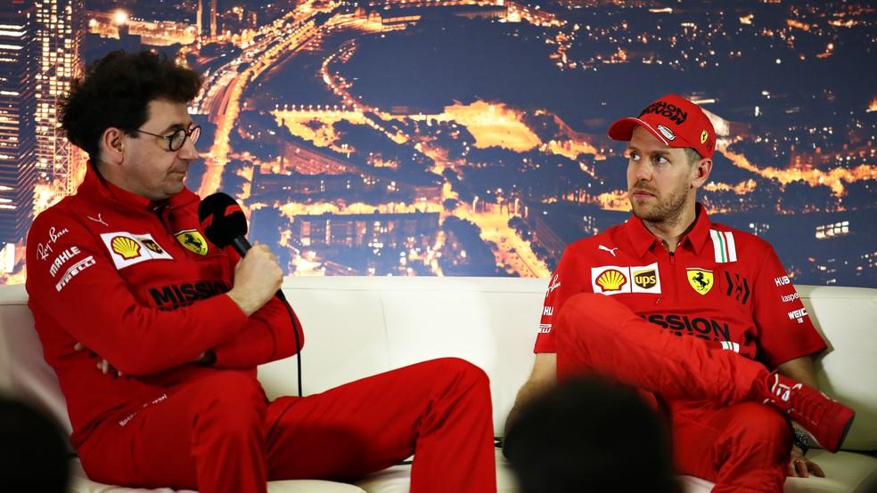 Mattia Binotto e Sebastian Vettel em evento na pré-temporada da F1 em Barcelona — Foto: Bryn Lennon/F1 via Getty Images