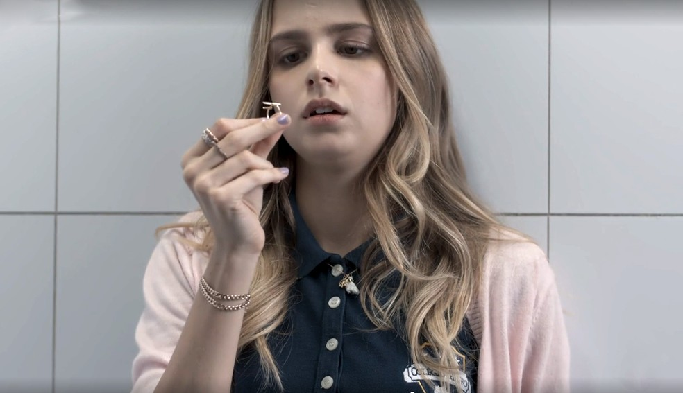 Clara (Isabella Scherer) se machuca no colégio em 'Malhação - Viva a Diferença' — Foto: Globo