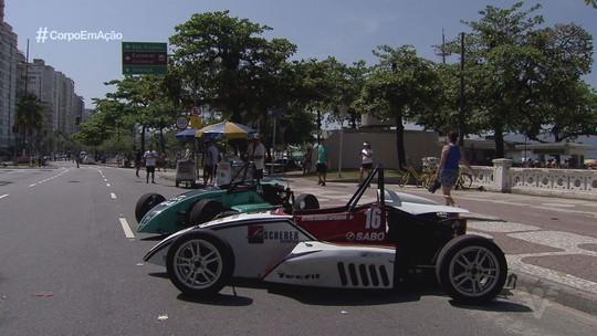 Destaque na Fórmula 1600, Lélio Assumpção passeia com carro da categoria por Santos