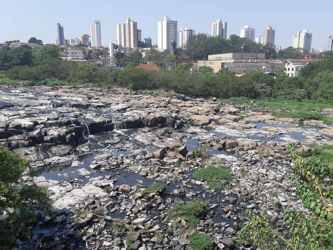Rio Piracicaba baixa para menos de um metro e aproxima de nível registrado na crise hídrica de 2014 - Notícias - Plantão Diário
