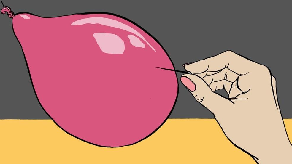 """""""É um pouco como colocar um alfinete em um balão - eu preciso explodir"""", diz a estudante de 15 anos sobre o período que antecede a sua menstruação (Foto: Emma Russell )"""