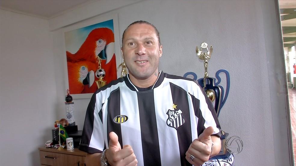 Rodrigo Gral com a camisa do Operário-MS (Foto: Reprodução/TV Morena)