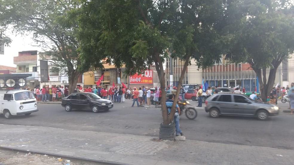 Ato público em apoio ao ex-presidente Lula  em Caruaru  (Foto: Magno Wendel/TV Asa Branca)