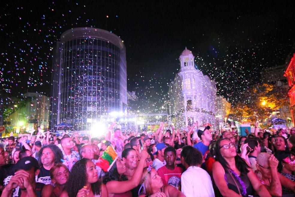 Marco Zero, no Bairro do Recife, atraiu multidão todas as noites da folia de Momo (Foto: Aldo Carneiro/Pernambuco Press)