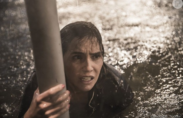 A atriz elege a cena do furacão como desafiadora: 'Fazia frio. E a sensação ao gravar de estar num filme de Hollywood.' (Foto: Reprodução/Globo)