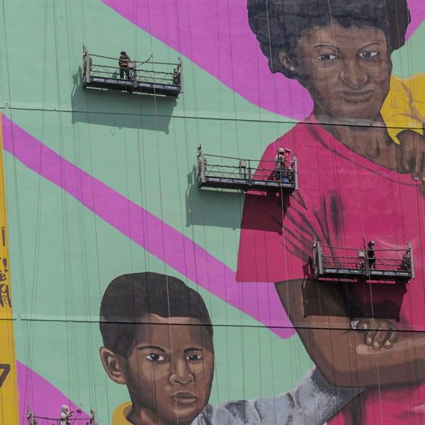 Maior mural de empena do país homenageia mães pretas (Foto: Divulgação)