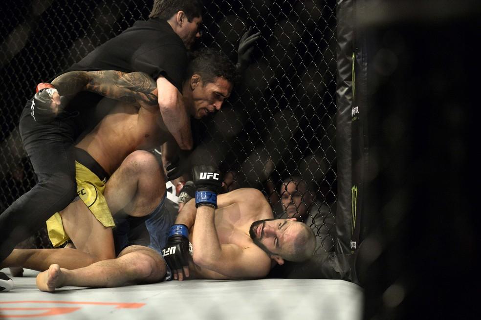 Charles do Bronx nocauteou Jared Gordon no UFC São Paulo — Foto: Marcos Ribolli