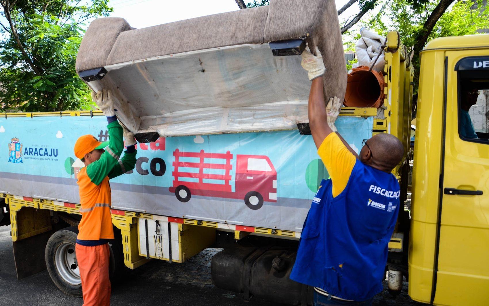 Programa coleta material sem serventia em Aracaju