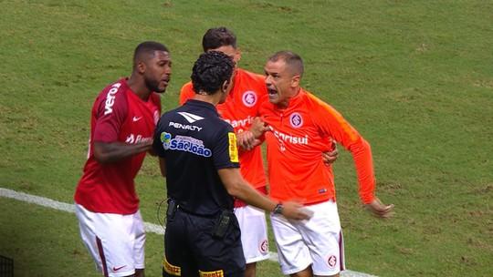 """Súmula do Gre-Nal cita expulsões de Renato e Odair e cobrança de D'Ale: """"Vocês têm medo deles"""""""