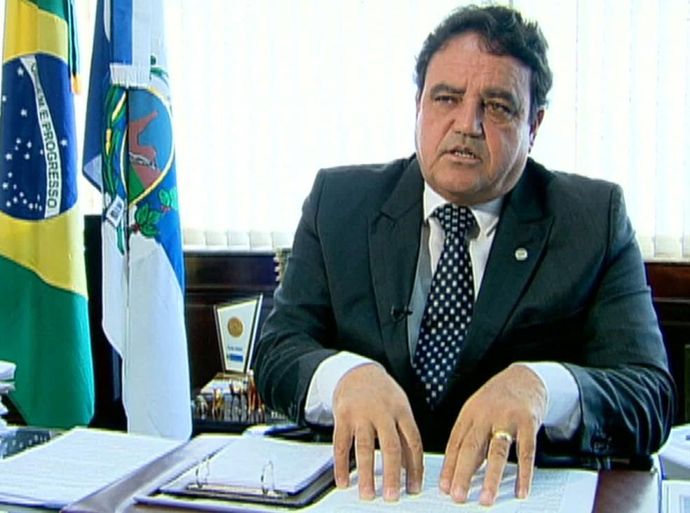 Ex-secretário de administração penitenciária, coronel César Rubens Monteiro de Carvalho foi preso na manhã desta terça (Foto: Reprodução / TV Globo)