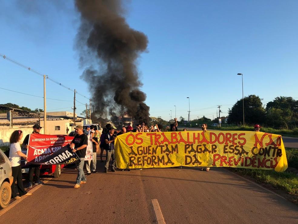 Sindicalizado e estudantes protestaram contra reforma da Previdência  — Foto: Guilherme Barbosa/Rede Amazônica Acre