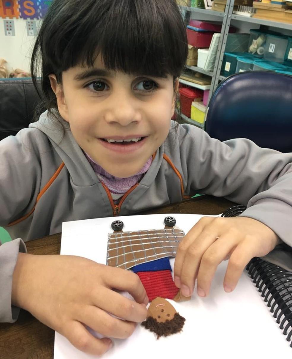 Ana Luiza, de 8 anos, é uma das alunas que participam da sala de inclusão. — Foto: Arquivo pessoal