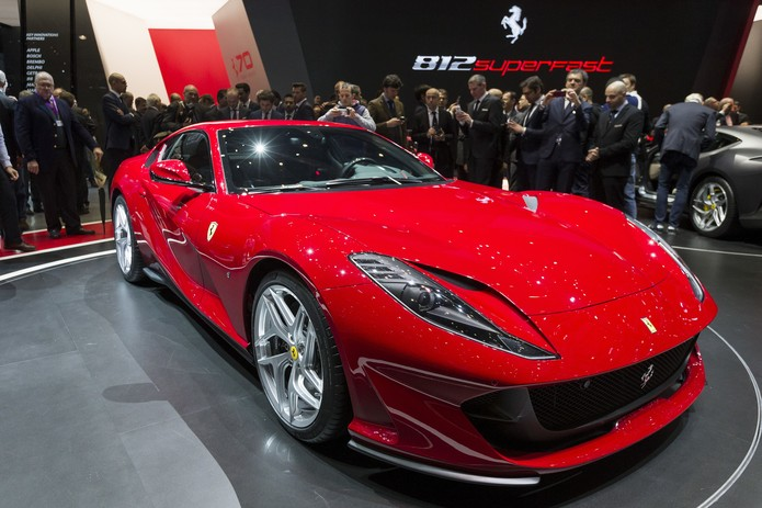 Ferrari 812 Superfast (Foto: Cyril Zingaro/Keystone via AP)