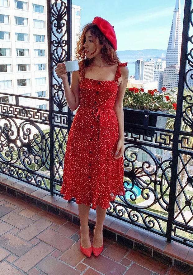 Bruna Vieira investiu em modelo sem mangas para criar um look parisiense (Foto: Instagram / Bruna Vieira)
