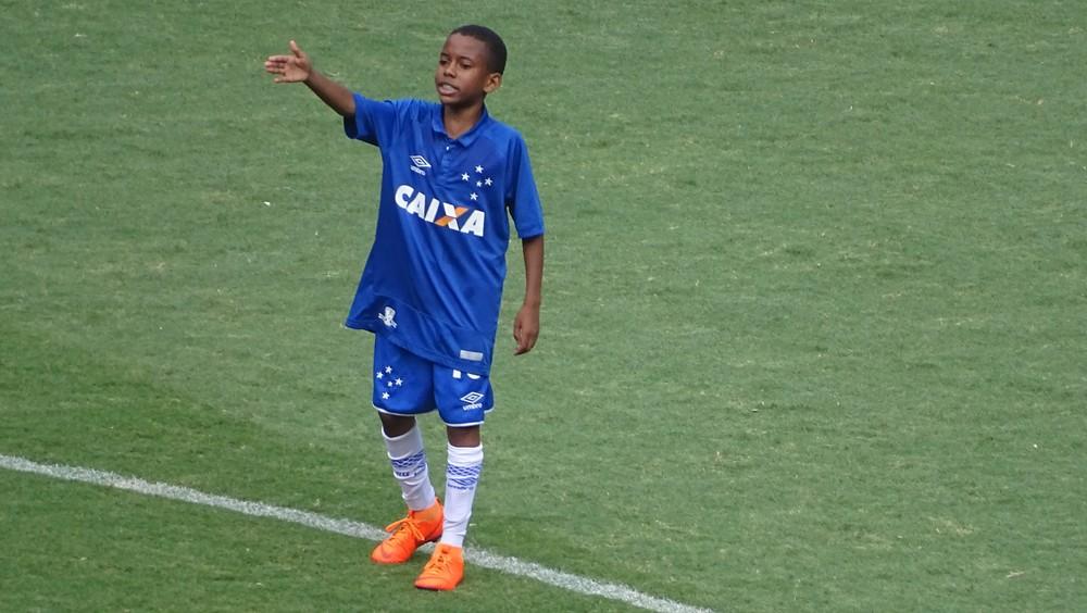 Considerado joia no Cruzeiro, garoto de 11 anos vive dia de estrela no Mineirão