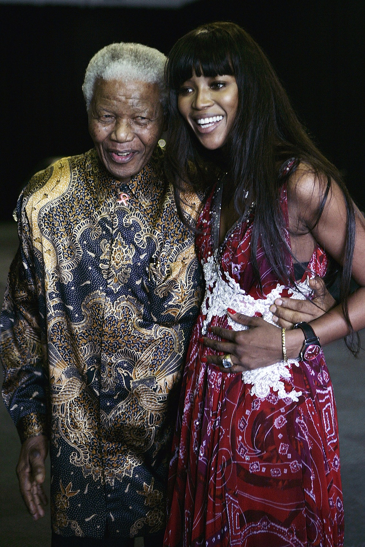 JOHANNESBURG, SOUTH AFRICA - NOVEMBER 30: Nelson Mandela and Supermodel Naomi Campbell at the Press Conference for the 46664 World Aids Day Concert at Gallagher Estate in Gauteng - South Africa, November 30, 2007 (Photo by Michelly Rall/WireImage) (Foto: WireImage)