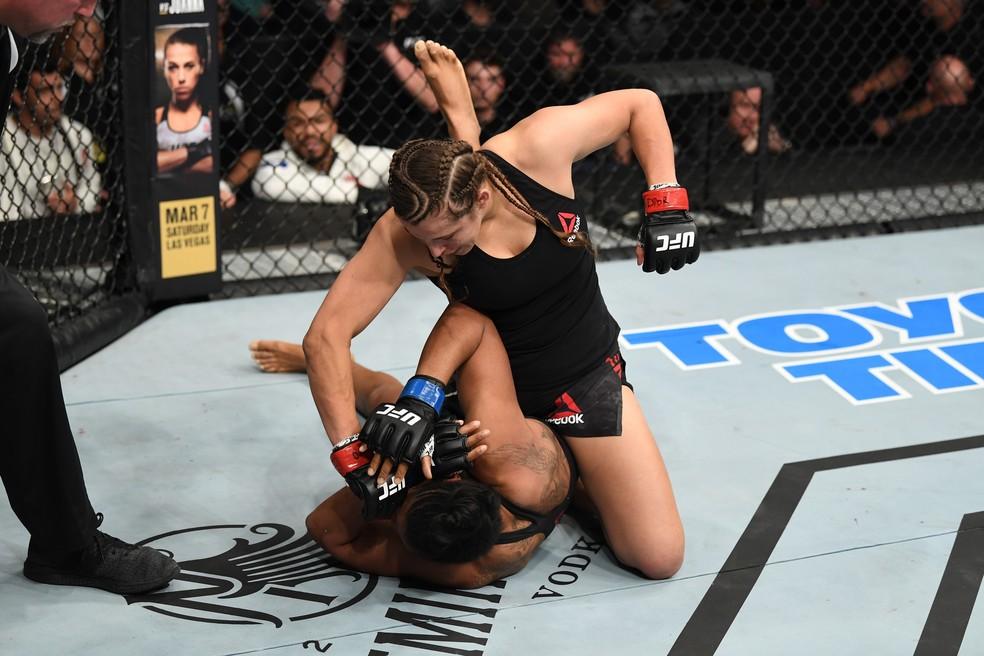 Felicia Spencer venceu Zarah Fairn dos Santos em sua última luta no UFC — Foto: Getty Images