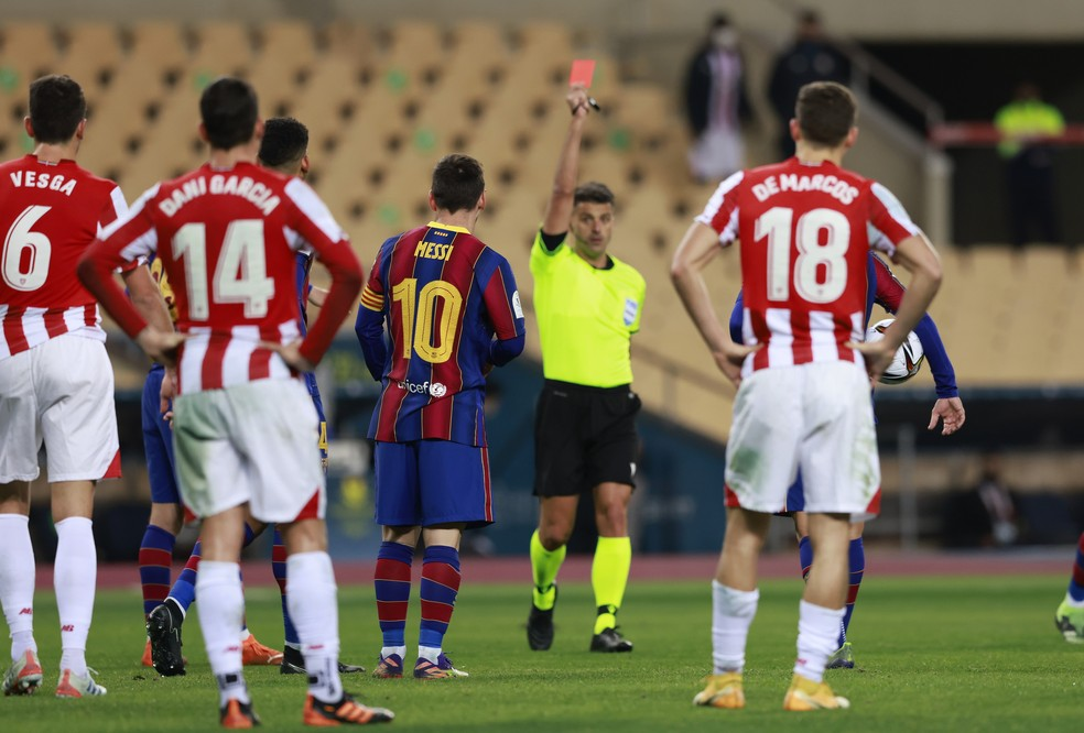 Messi recebe cartão vermelho na final da Supercopa da Espanha — Foto:  REUTERS/Marcelo Del Pozo