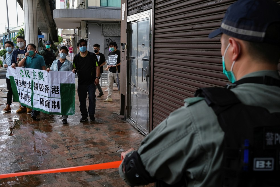 Manifestantes em Hong Kong protestam contra nova lei de segurança da China nesta sexta (22) — Foto: Tyrone Siu/Reuters