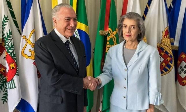 O presidente Temer transmite o cargo à ministra Cármen Lúcia