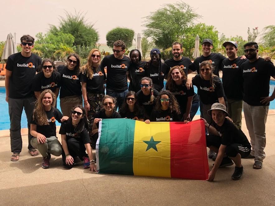 Funcionários da GE participaram de projeto para construção de escola no Senegal (Foto: Isadora Figueiredo)