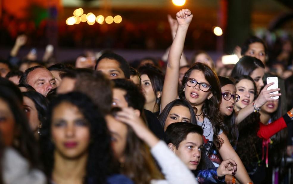 Público acompanhou show de Anitta de perto (Foto: Laecio Lacerda)