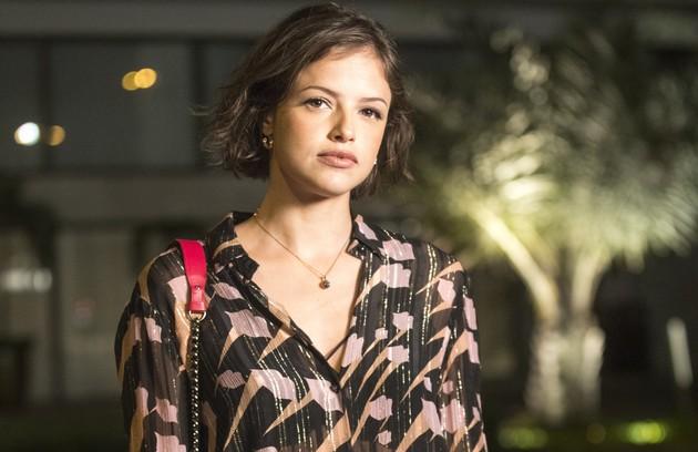 Agatha Moreira é Josiane, filha de Maria da Paz e Amadeu. Ambiciosa, a moça terá vergonha da origem humilde da mãe (Foto: TV Globo)