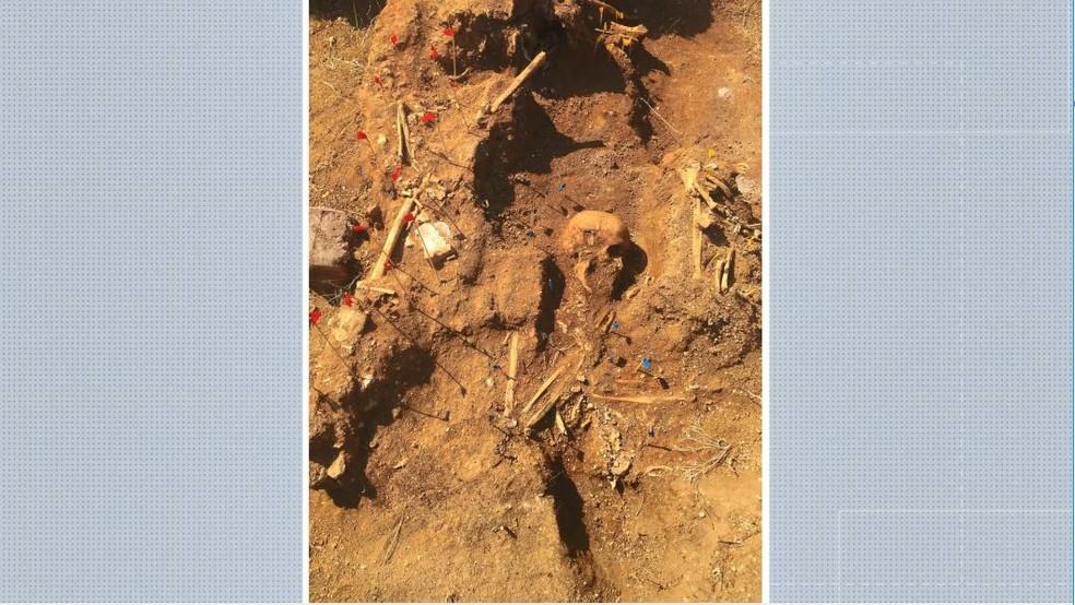 Ossadas da época da gripe espanhola são encontradas em santuário de Anchieta, ES — Foto: Reprodução/TV Gazeta