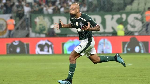 Felipe Melo comemora o gol da vitória