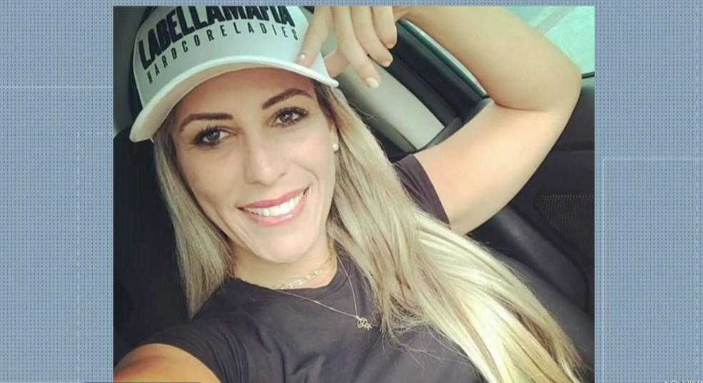 Turista catarinense Fabiane Fernandes, de 30 anos, foi morta em uma trilha na Região dos Lagos do Rio — Foto: Reprodução/Inter TV