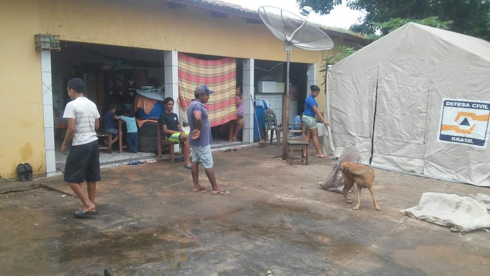 Famílias desabrigadas são levadas para abrigo municipal — Foto: Divulgação/Defesa Civil de Araguanã