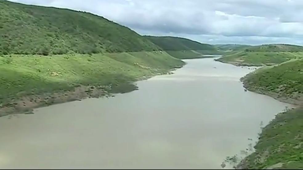 Barragem de Jucazinho não acumulou água com as chuvas em Surubim (Foto: Reprodução/TV Asa Branca)