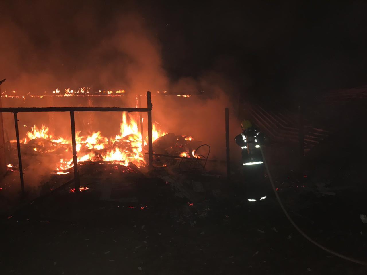 Casa fica totalmente destruída por incêndio em Rio das Antas - Notícias - Plantão Diário