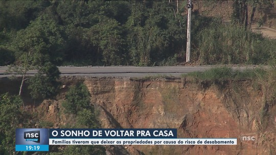 Famílias não conseguem voltar para casa após deslizamento em Guaramirim