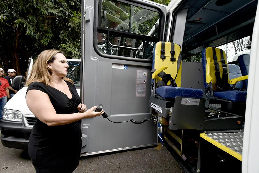 Veículo é adaptado a pessoas como mobilidade reduzida, como idosos e deficientes físicos — Foto: Prefeitura de Jundiaí/Divulgação