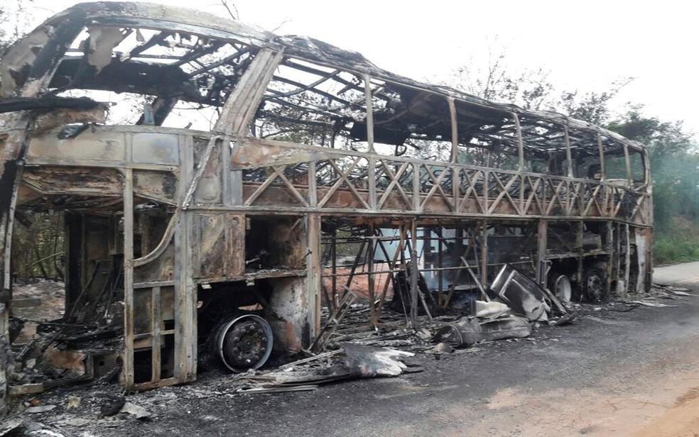 Ainda não se sabe o que provocou o fogo (Foto: Herculano Santana / Augusto Urgente)