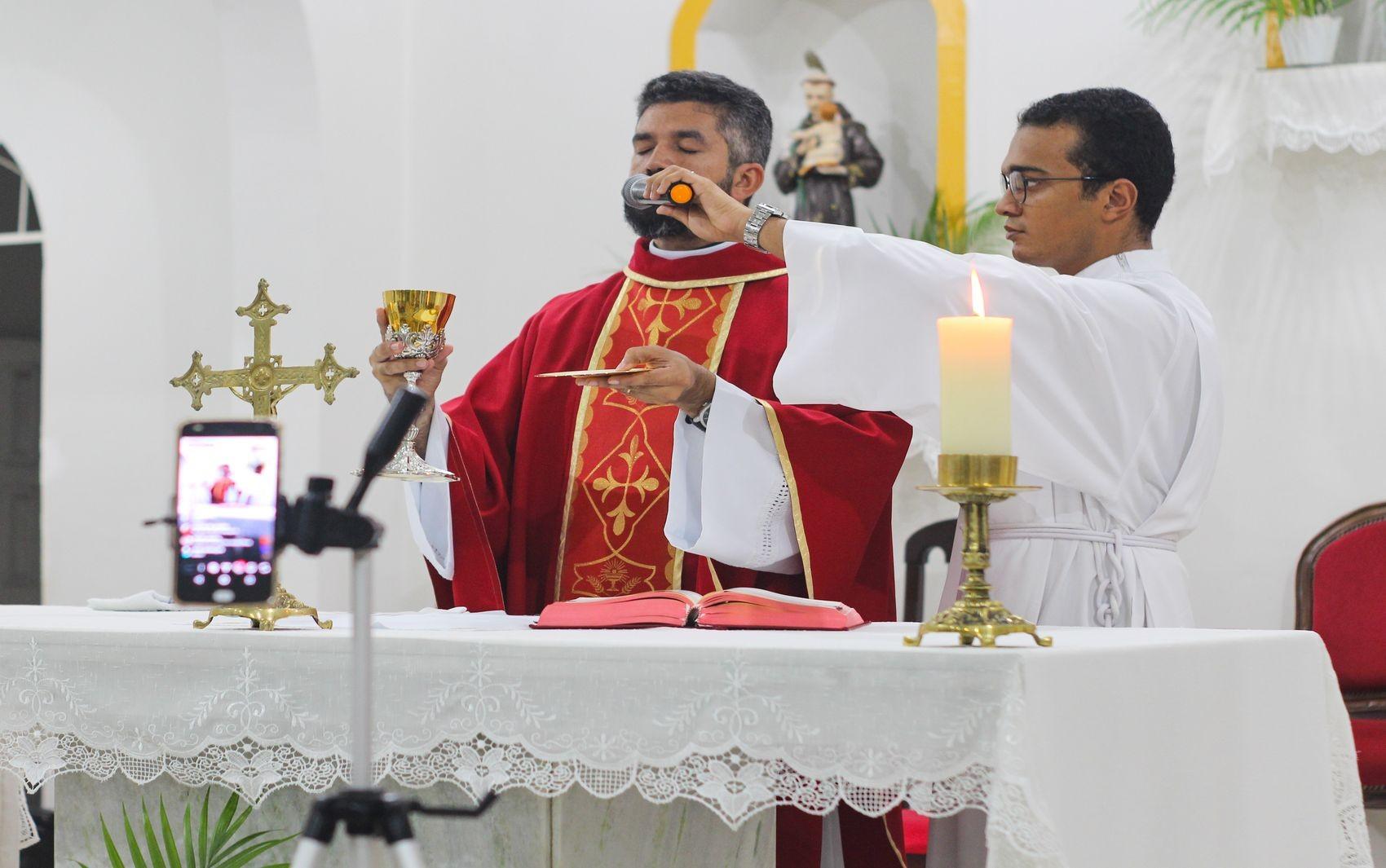 Arquidiocese de Aracaju transmite celebrações da Semana Santa através da internet