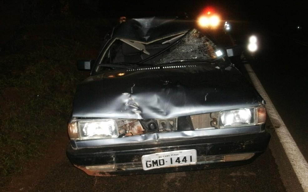Carro atingiu idoso na rodovia BR-146 Em Cabo Verde (MG) (Foto: Polícia Rodoviária Federal)