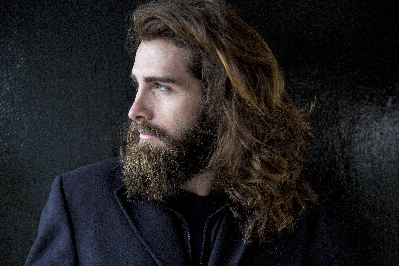 Cuidados com a barba podem evitar desidratação da pele e caspa (Foto: Getty Images/Westend61)