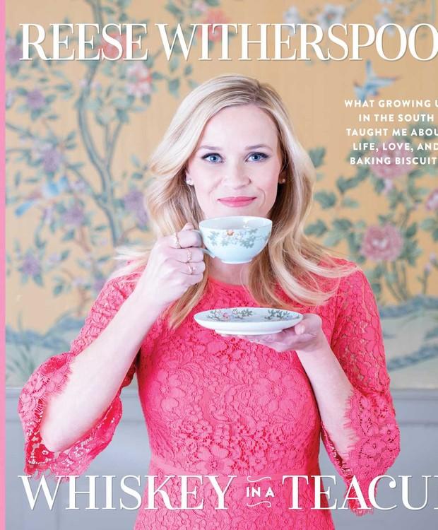 Lançado em setembro deste ano, o livro de receitas da atriz traz releituras e receitas ousadas (Foto: Simon & Schuster UK/ Reprodução)