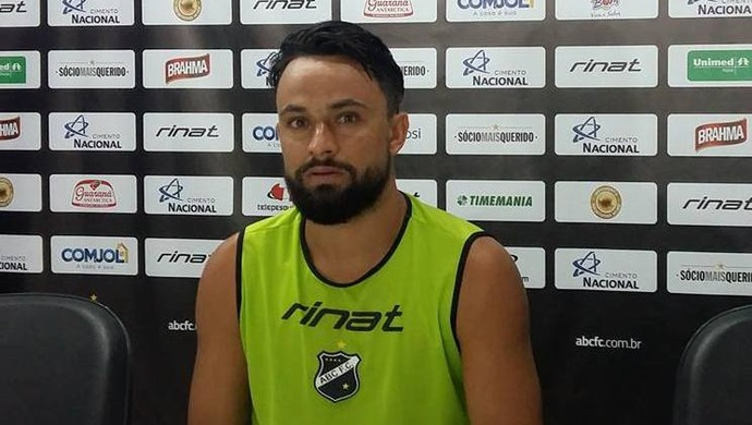Nando atacante do ABC (Foto: Jocaff Souza/GloboEsporte.com)