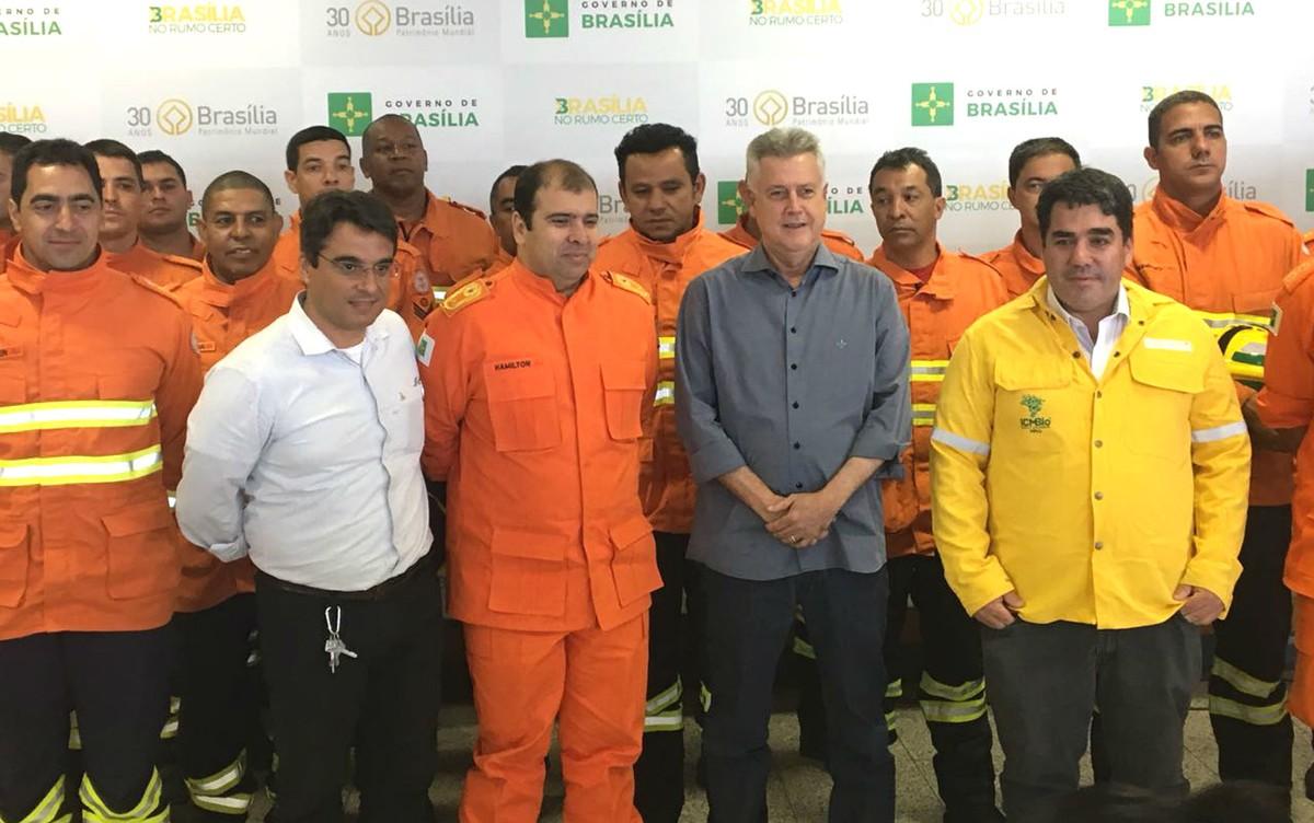 Bombeiros do DF ajudam governo de Goiás a combater incêndio na Chapada